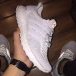"Adidas tung ra mẫu mới của Ultra boost ""Triple White"""