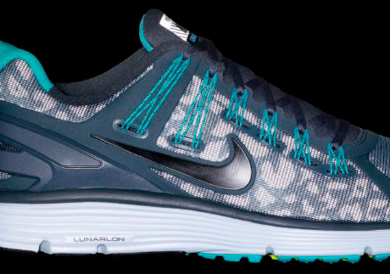 nike-lunar-eclipse-3-shield-blue