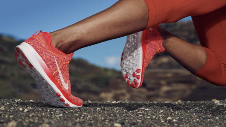 giày running và giày training