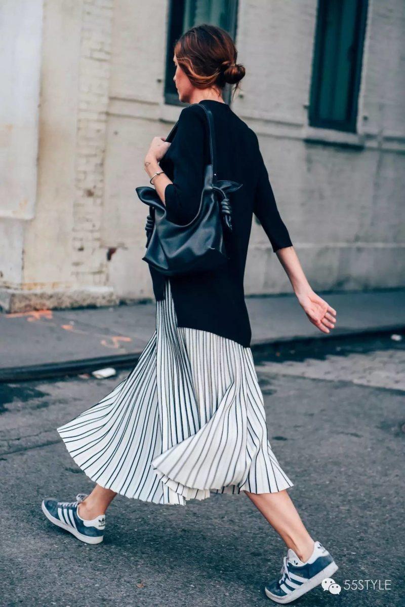 cach-phoi-do-voi-giay-adidas-skirt-800x1198