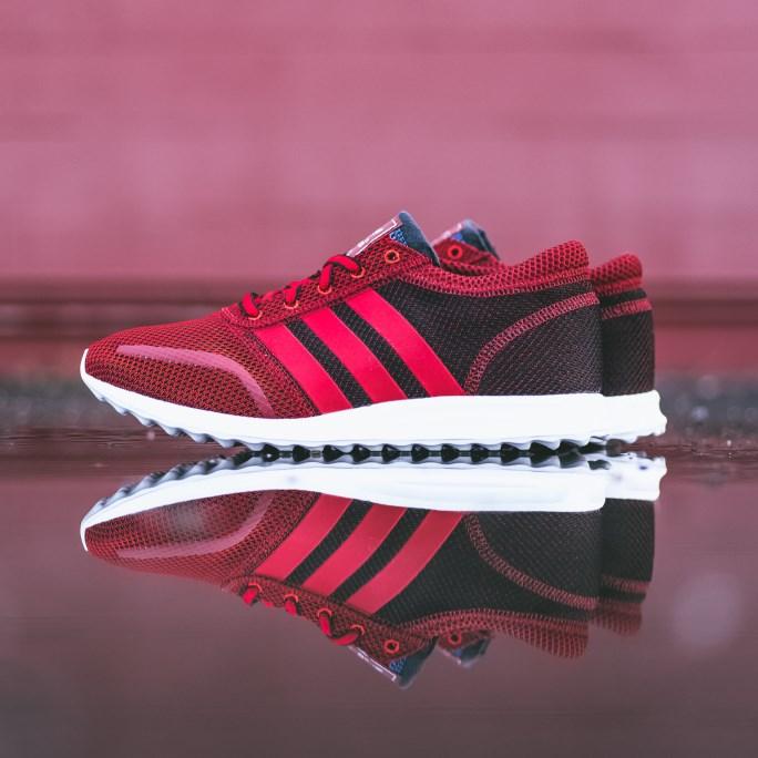 0a168b67b33 5 đôi giày thể thao chính hãng bạn nhất định phải có mùa thu này