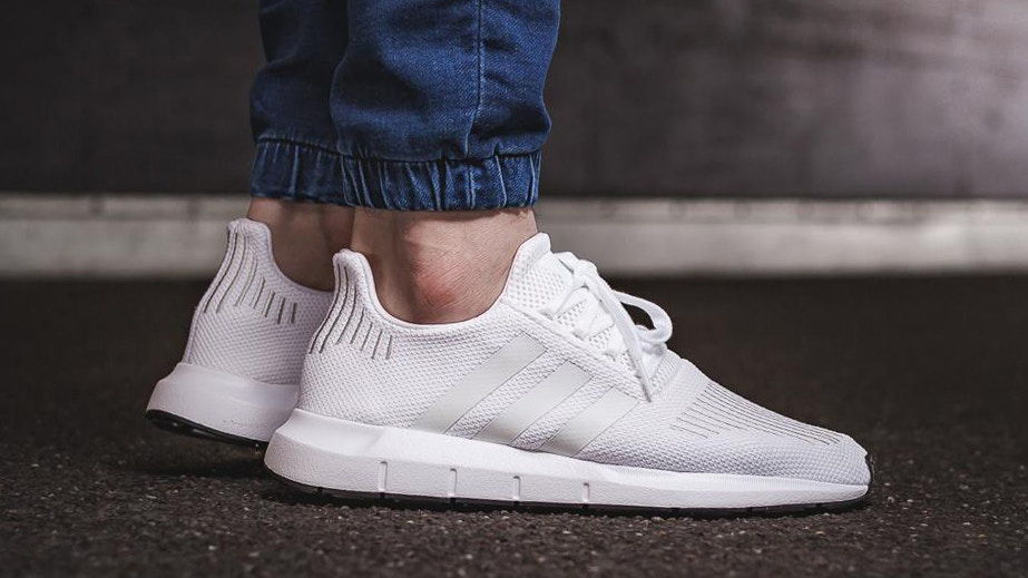 adidas_swift_run_crystal_white_1_923x519